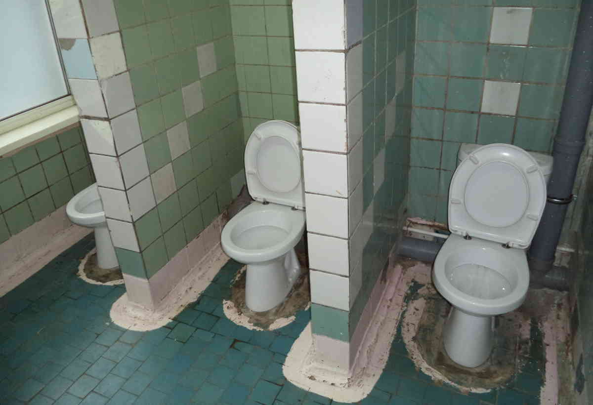 A picture of the bathrooms in a Russian public school
