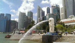 A picture of a fountain in the Basin Park in Singapore